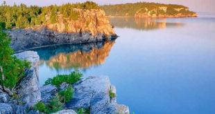 बैकाल झील: पर्यटकों के बोझ से जूझती रूस का सबसे लोकप्रिय पर्यटन स्थल
